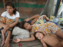 photo@IRIN:  A displaced family (IDP) in the Cambodian capital Phnom Penh