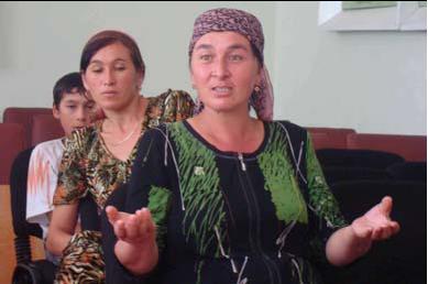 Uzbek women UNHCR