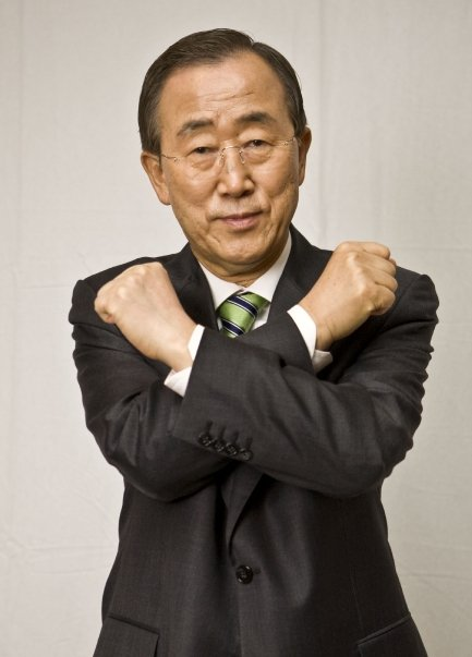 Secretary-General doing the crossed-arm gesture